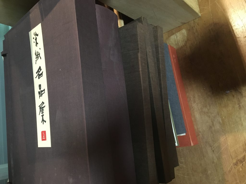 神戸市にて染織・美術関係の大型本の買取